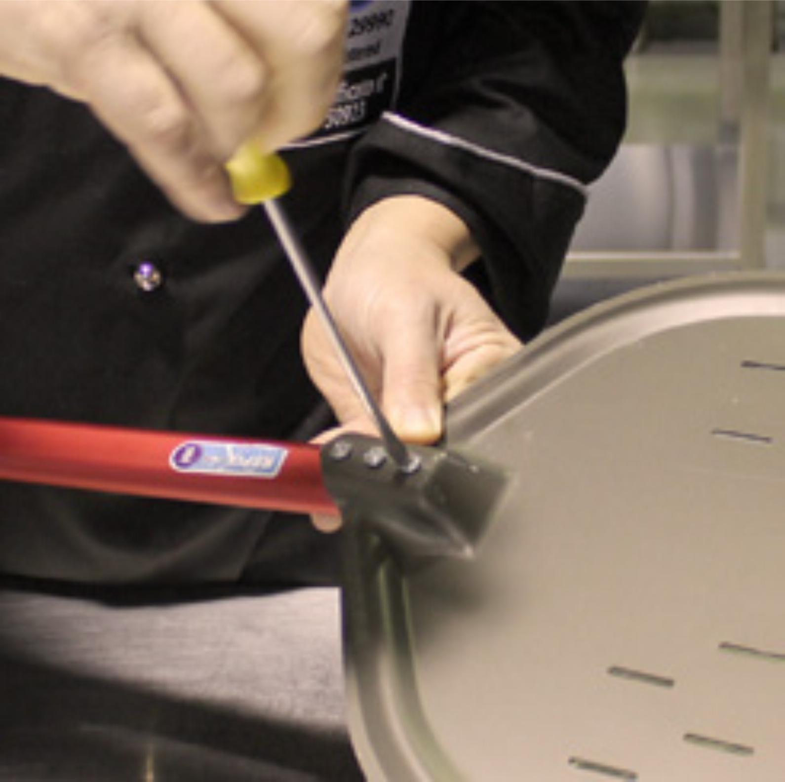 1 Schrauben lösen - Aluminiumgriff für all unsere Pizza Schaufeln