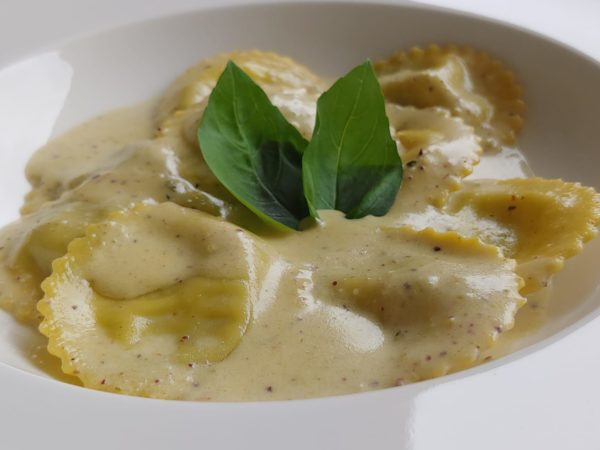 Ravioli mit Pistazienpesto Creme by Italienische Küche